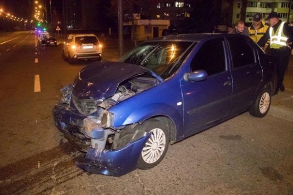 «Замолювання гріхів»: у Києві п'яна жінка на Lanos знесла авто і в'їхала до церкви
