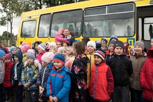 На Кременеччині Бонівецька та Чугалівська школи отримали новий автобус