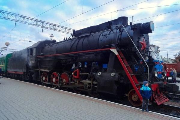 Пенсіонери з Німеччини прибули в Тернопіль на ретро-потязі (Фото, відео)