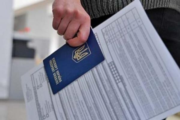 Президент назвав умови для виїзду заробітчан за кордон