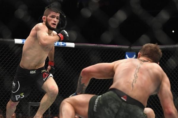 Нурмагомедов не отримав чемпіонський пояс після перемоги над МакГрегором (Відео нападу)