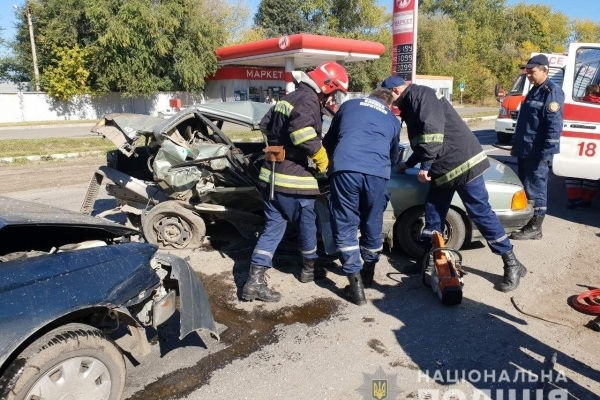 Під Тернополем зіткнулось три авто: Toyota Carina, Audi100 та Mercedes-Benz