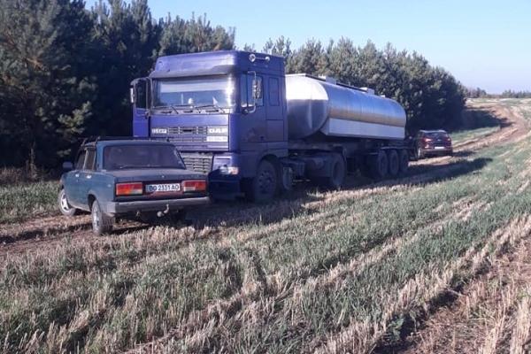 На Лановеччині молокозавод викидає відходи просто у поле