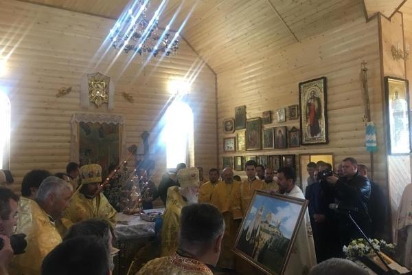 Патріарх Філарет освятив новозбудований Свято-Покровський храм у селі Куликів поблизу Почаєва