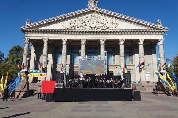 З нагоди Дня Захисника України на Театральному майдані виступив муніципальний духовий оркестр «Оркестра Волі» (Відео)