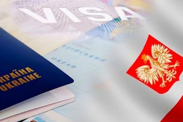 Польща скасувала робочі візи для українців