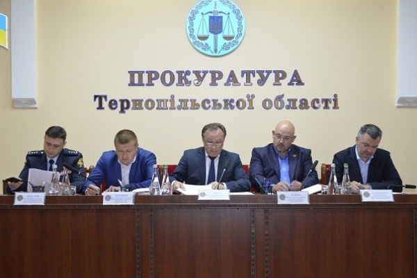 Стан протидії нелегальній діяльності автозаправних станцій – тема наради у прокуратурі  Тернопільської області