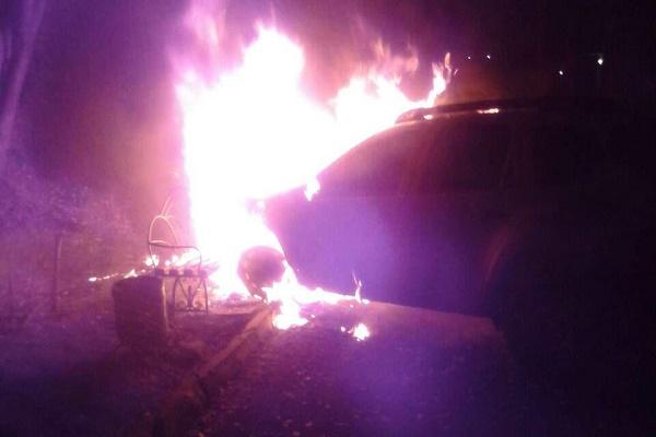 Вночі у Тернополі горіли два автомобілі