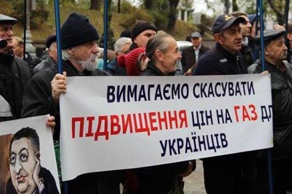Тернопільські «свободівці» разом з однодумцями пікетували Кабмін, вимагали не підвищувати ціну на газ