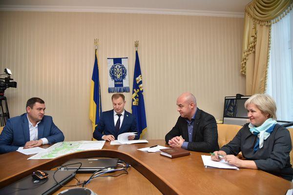 «Це історична подія» – Степан Барна під час підписання розпорядження про утворення Тернопільської міської територіальної громади (Фото)