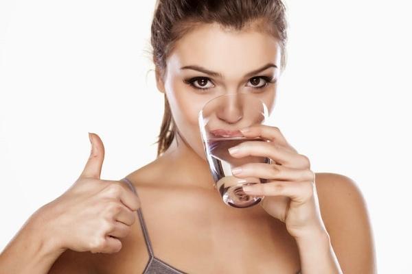 Тернопільські лікарі розповіли, чи справді обов'язково щодня випивати 1,5-2 л води