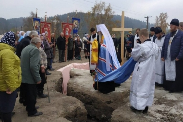 На Тернопільщині продовжують будувати храми УПЦ МП (Фото)