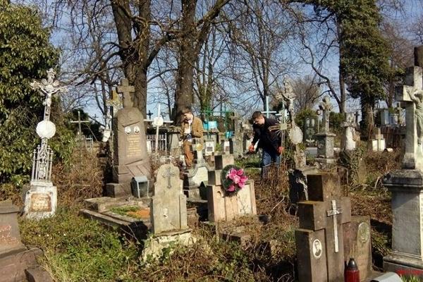 У Підволочиському районі чоловіки влаштували бійку на цвинтарі