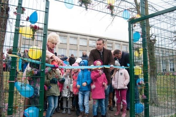 Тарас Юрик: Нам вдалося втілити ще один чудовий проект! Біля Голгочанської школи  збудували сучасний спортмайданчик