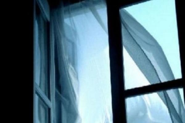 Чоловік через ревнощі викинув дружину з вікна четвертого поверху