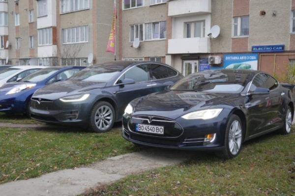 У Тернополі можна проїхатися на легендарному електрокарі (Відео)