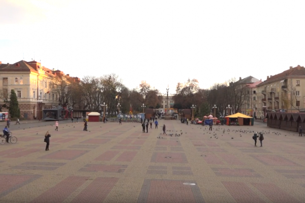 У Тернополі облаштовують зимове містечко