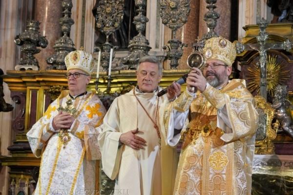 Кров святого Януарія розрідла в руках Блаженнішого Святослава (Відео)