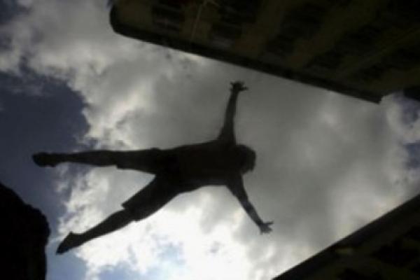 На Тернопільщині чоловік випав з балкону