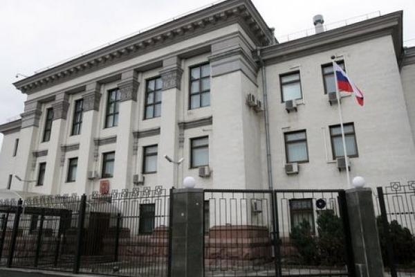 Що відбувається під посольством РФ у Києві (Наживо)