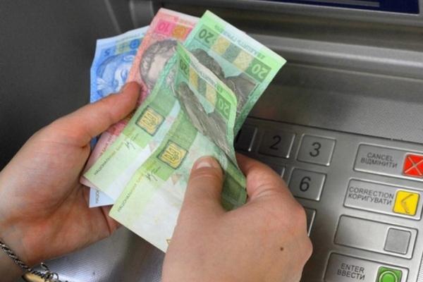 Через забуту в банкоматі картку тернополянин втратив 14 тисяч гривень