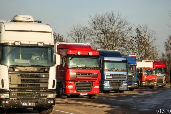 На Тернопільщину насувається негода: дорожники розповіли про місця для зупинки транспорту