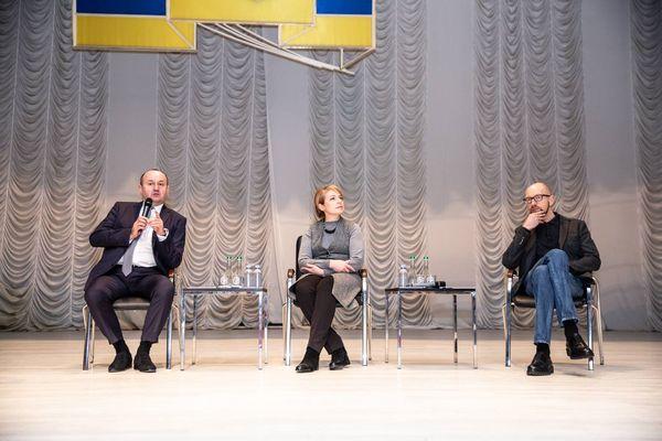 Яценюк та Міністр освіти Гриневич спільно зустрілись зі студентами у Тернополі
