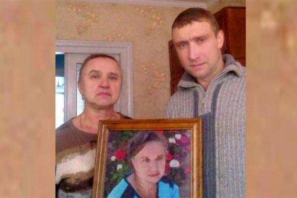 На Тернопільщині атовець рік вишивав портрет своєї мами