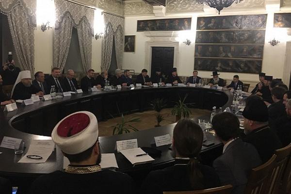 У Збаражі 50 релігійних діячів України обговорили питання стосунків із державою (Відео, фото)