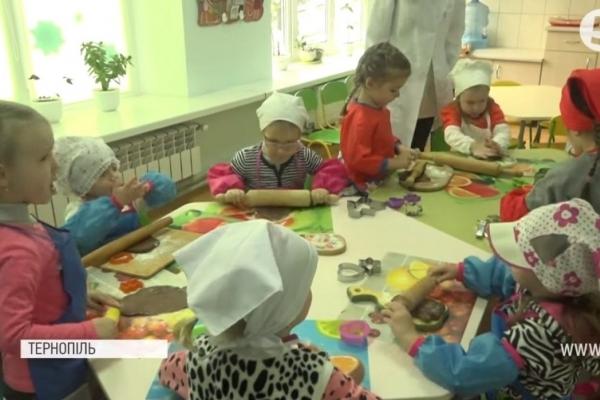 Печиво благодійності: Вихованців дитсадка в Тернополі залучили до смачної акції (Відео)