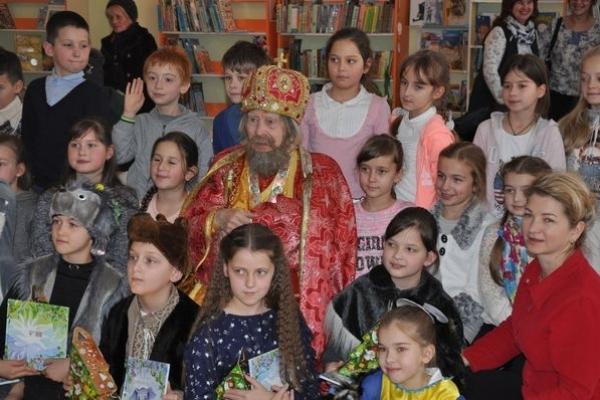 На прем'єру казкової вистави завітав Святий Миколай