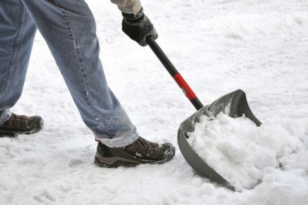 Тернополяни вимагають розчистити від снігу пішохідні доріжки