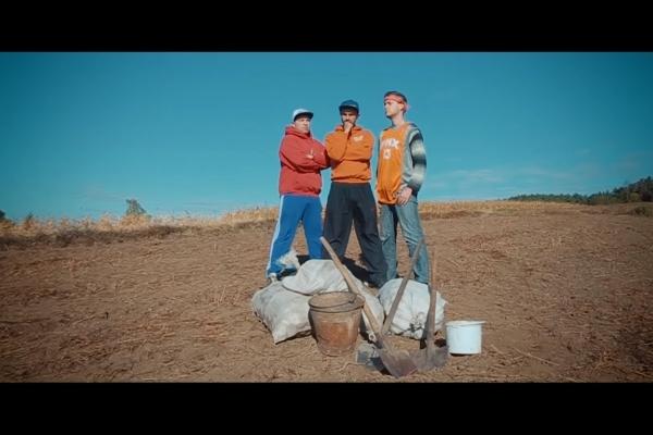 Новий сільський хіт: тернопільський ВІА «Кіп`яток» презентував кліп «Вілледж Стайл» (Відео)