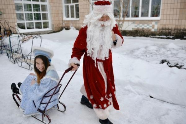 Ляшко попрацював Дідом Морозом (Відео)