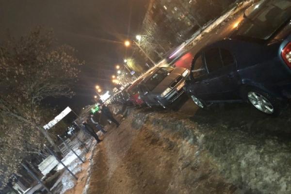 В Івано-Франківську черга «євробляхерів» на розмитнення розтягнулася на три вулиці (Відео)