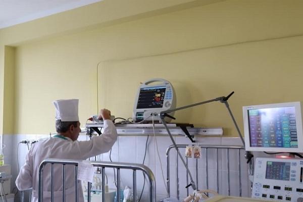 «ПриватБанк» для Тернопільської обласної дитячої лікарні передав пульсоксиметр та шприцевий інфузійний насос