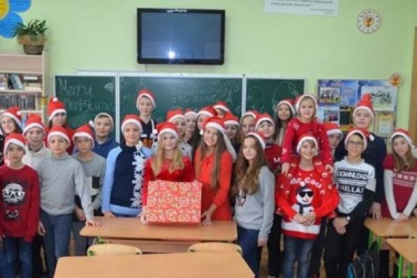 Учні Тернопільської школи №3 поділились з усіма новорічним настроєм (Відео)