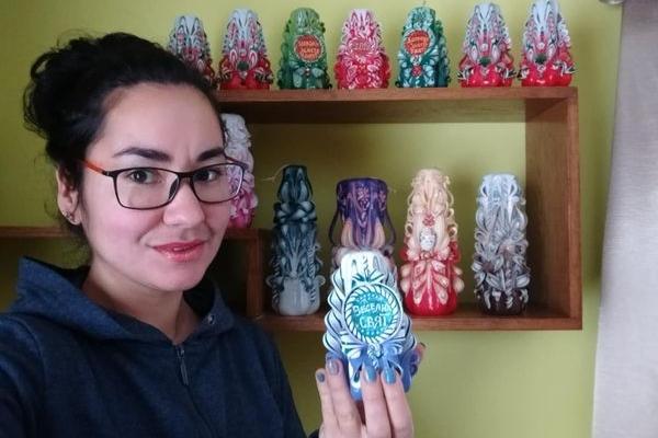 Тернополянка Катерина Крупніцька робить унікальні свічки з побажаннями (Фото)