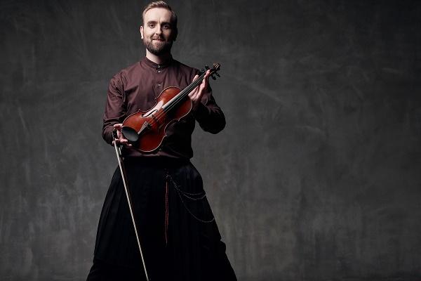 Скрипаль-віртуоз Олександр Божик вирушає в тур містами Західної України в підтримку свого першого альбому