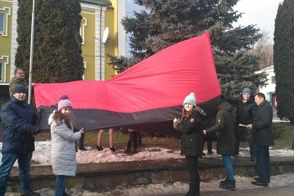 На Тернопільщині пластуни вшанували героїв та провідника ОУН Степана Бандеру (Фото)