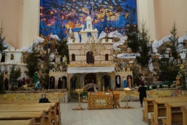 У Тернополі встановили найбільшу Різдвяну шопку в Україні (Фото)