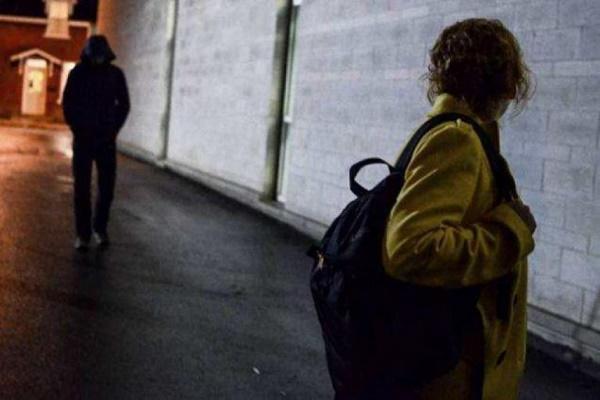 У Тернополі шукають чоловіка, який напав на жінку в під'їзді (Відео)