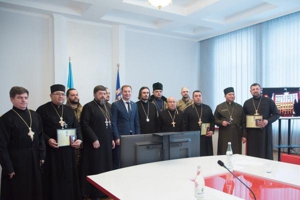 Голова Тернопільської облдержадміністрації нагородив військових капеланів