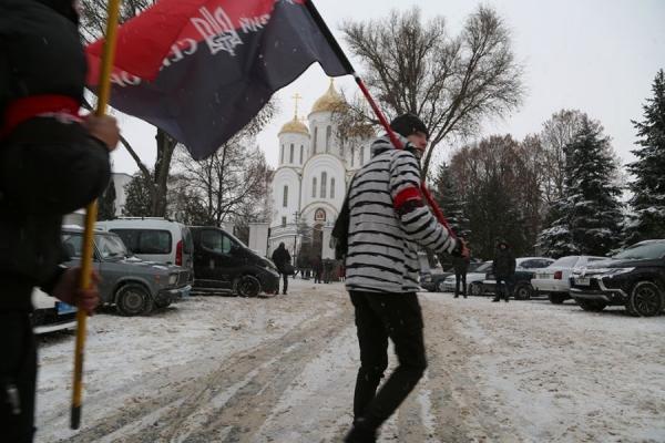 Під головною церквою московського православ'я Тернополя націоналісти агітували за об'єднання (Фоторепортаж)