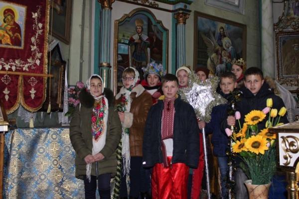 Парафії ПЦУ Тернопільщини весело святкують Різдво (Відео)