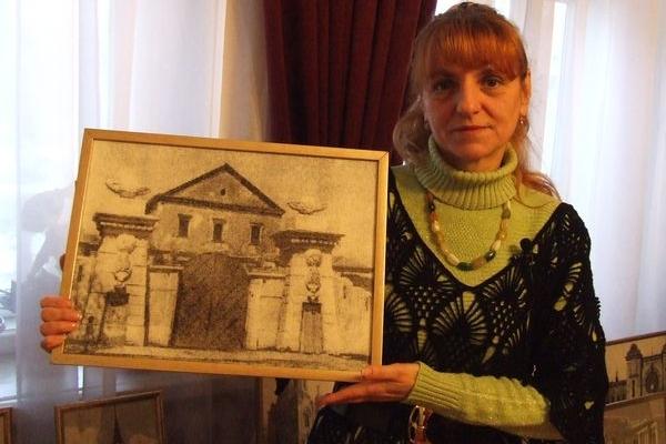 Тернополянка відновлює зруйновані пам'ятки Тернополя, вишиваючи хрестиком