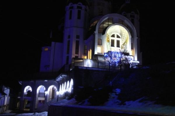 Неймовірна Різдвяна атмосфера у Зарваниці (Фото)