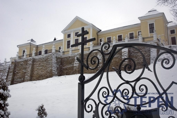 Зимова краса давнього палацу з парком на Тернопільщині (Фоторепортаж)