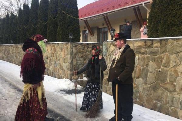 У селі Синьків на Тернопільщині пройшов фестиваль маланок (Відео)