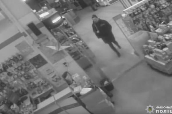 У Тернополі жінка зганьбилась в магазині (Відео)
